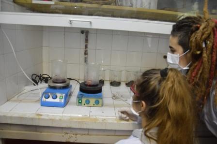 Los alumnos en el laboratorio