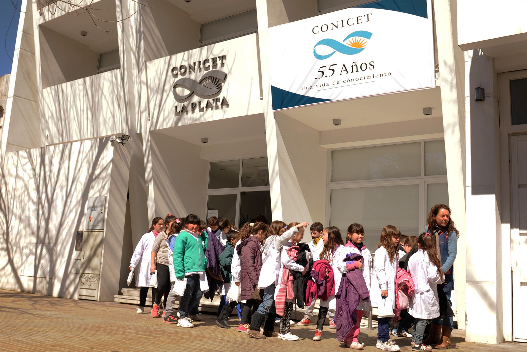 Visita de los alumnos platenses al CONICET