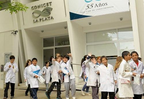 Visita de alumnos de nivel primario al CONICET La Plata
