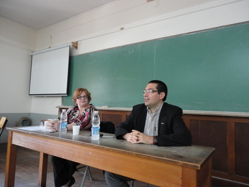 Costanza Rivero y Omar Azaroni durante la charla