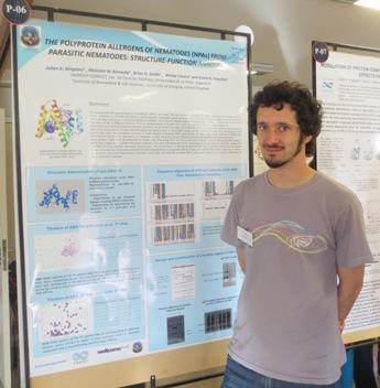 Julián Belgamo, estudiante de la UNLP, presentando su trabajo