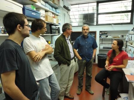 Epele y Aguilar con jóvenes científicos