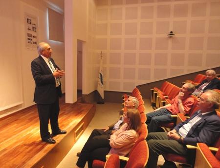 El doctor Raúl Lopardo disertó en La Plata