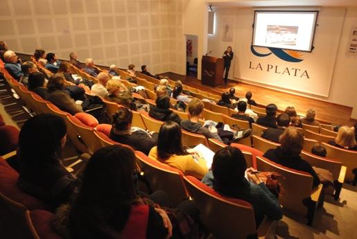 60 personas en la charla sobre cucarachas domiciliarias