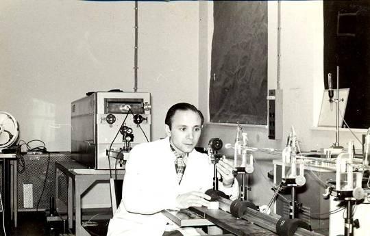 Doctor Mario Gallardo durante su estadía en Suecia