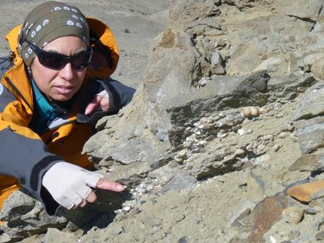 Carolina Acosta Hospitaleche trabajando en la Antártida