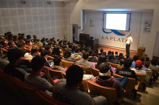 Enrique Spinelli durante la presentación (2)