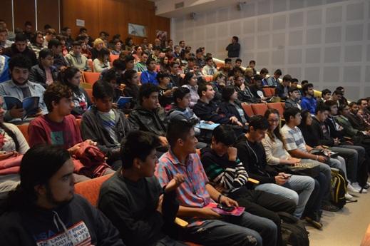 Más de 300 alumnos asistieron a la charla