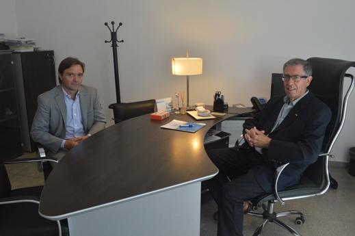 El director del CONICET La Plata Luis Epele junto al intendente de Magdalena Gonzalo Peluso