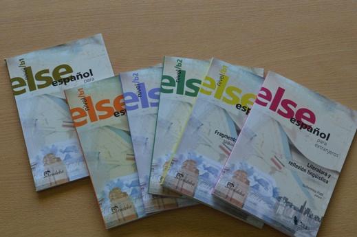 Ejemplares de la colección ELSE, de enseñanza de español para extranjeros. FOTO CONICET Fotografía (2)